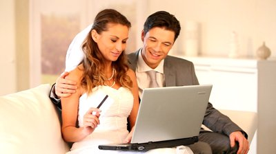 bride-and-groom shopping online
