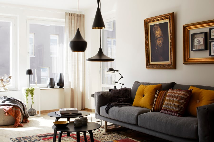 skona-hem-living-room-gray-sofa-classic-paintings-small-coffee-table-group-of-black-pendant-lights-gold-inside-cococozy