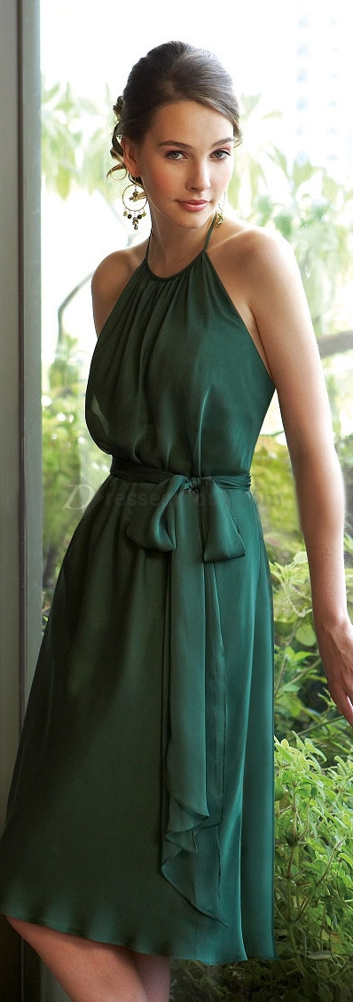 Featured image for 'Emerald Green Bridesmaid Dresses' article