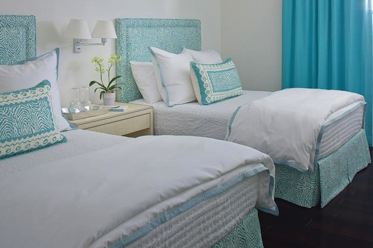 Teal room ideas decorating your new home together for Teal bedroom