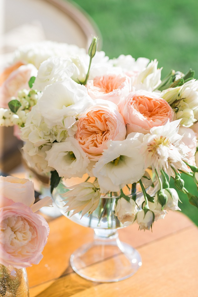 Featured image for 'How to Choose Your Wedding Flowers' article
